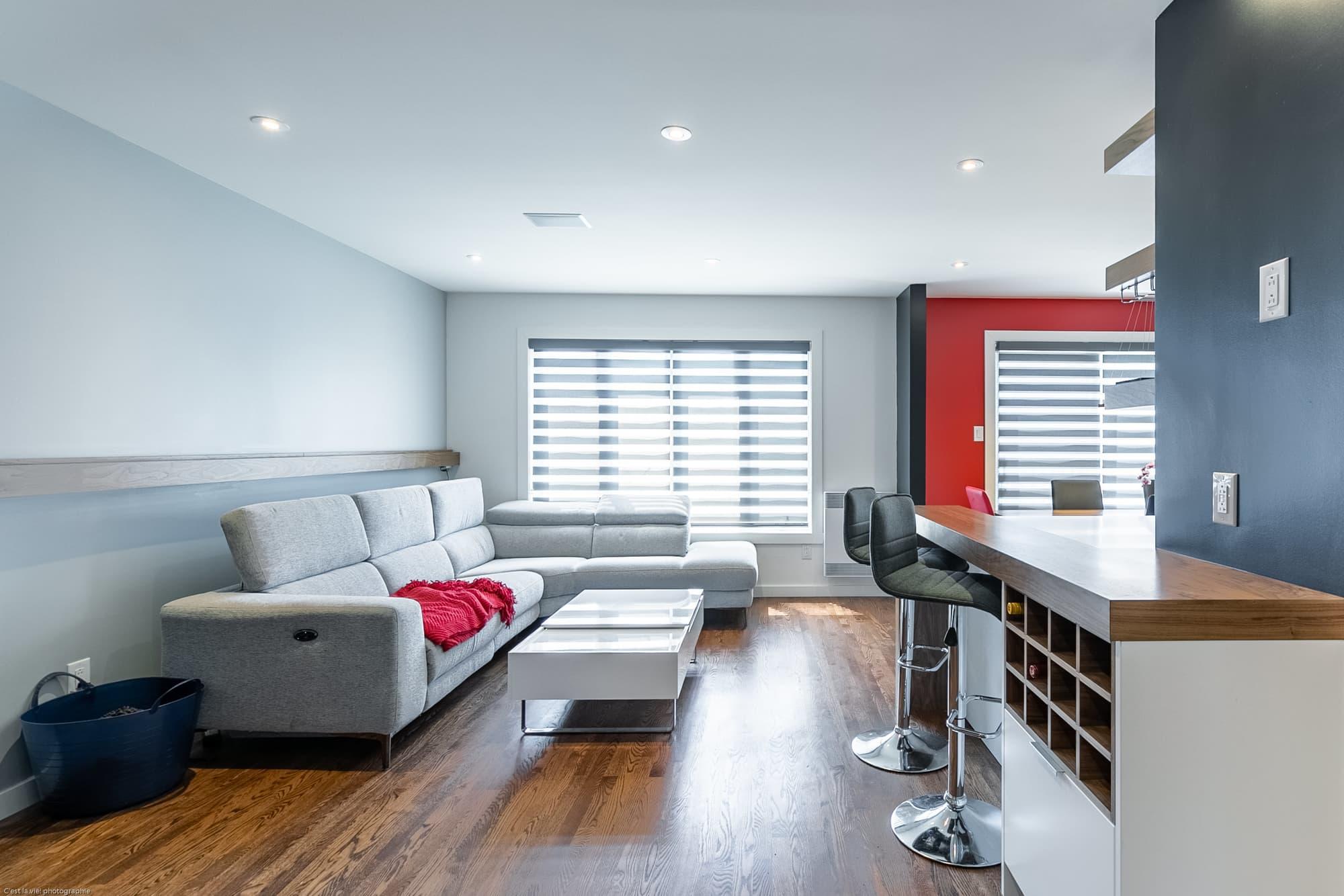 Salon Et Cuisine Aire Ouverte rénovation d'une cuisine moderne à aire ouverte | avant