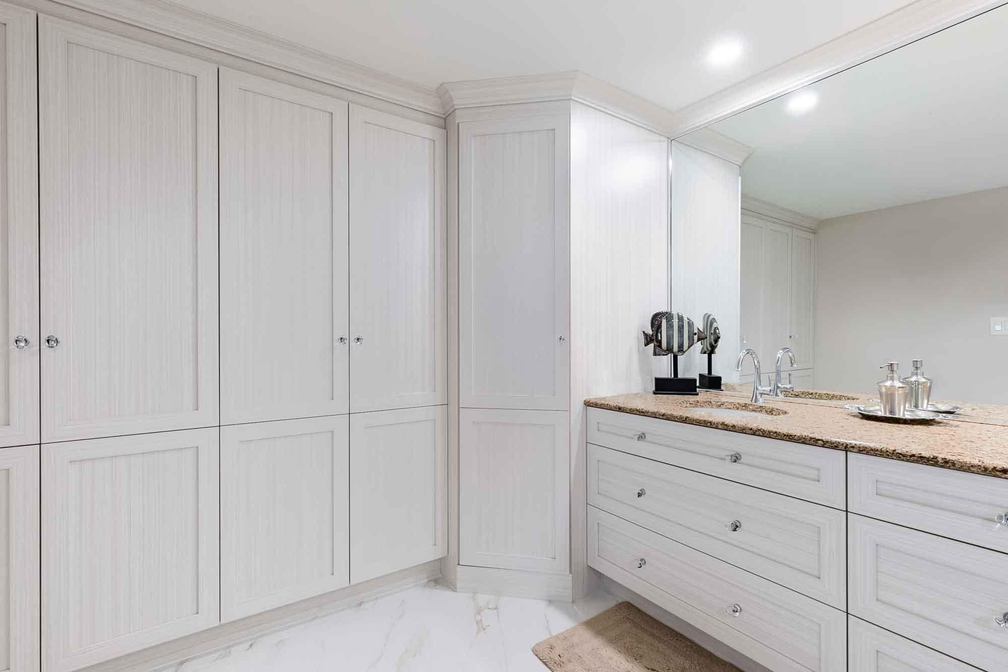 R novation d 39 une salle de bain classique avant apr s - Cout d une salle de bain ...