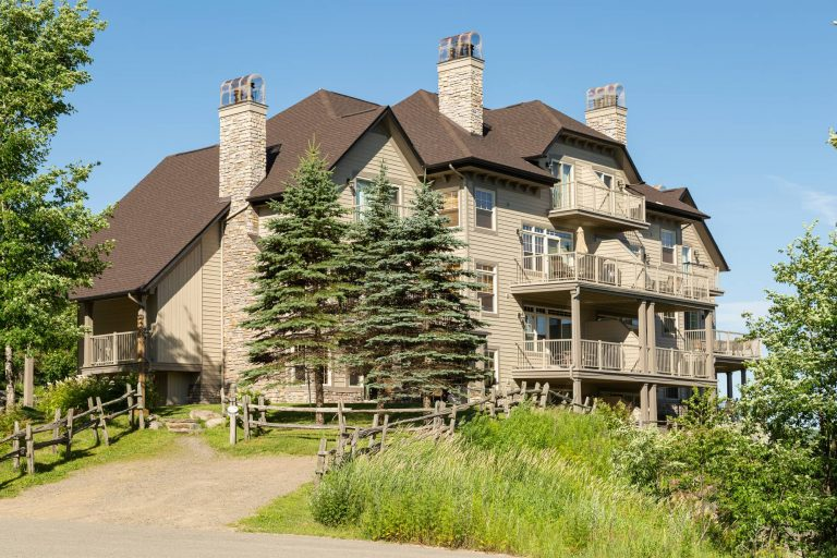 Condo Association in Mont-Tremblant | Exterior Painting