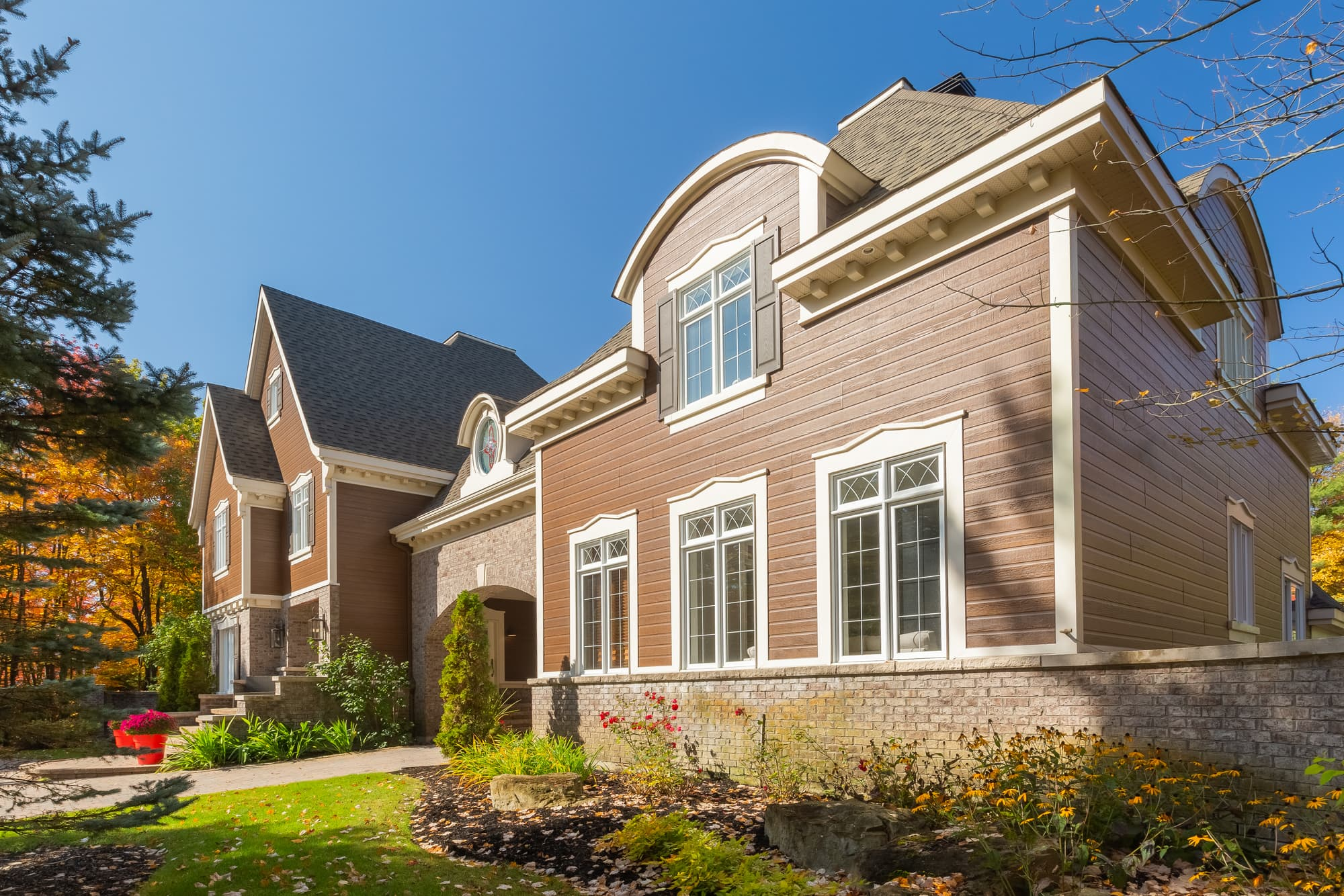 revêtement extérieur maison en canexel et pierre