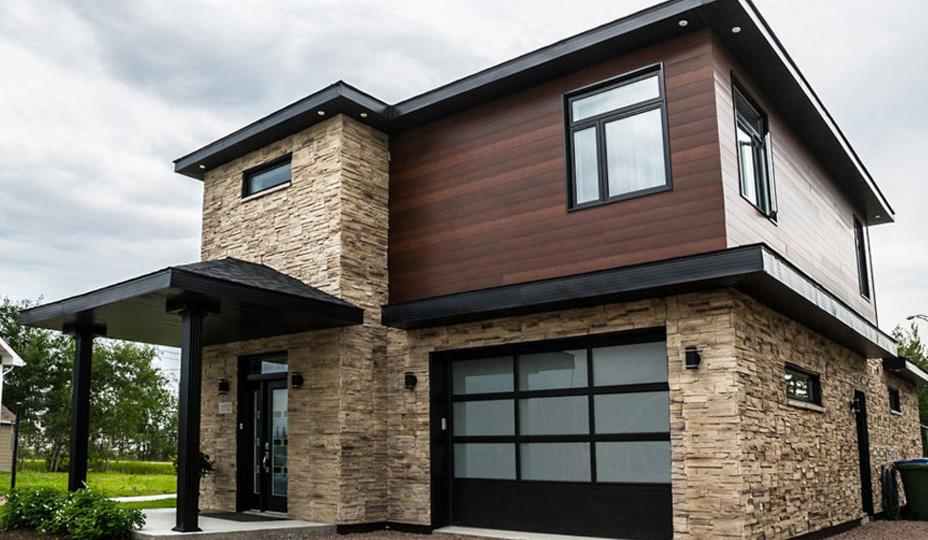 revêtement extérieur en acier et en pierre