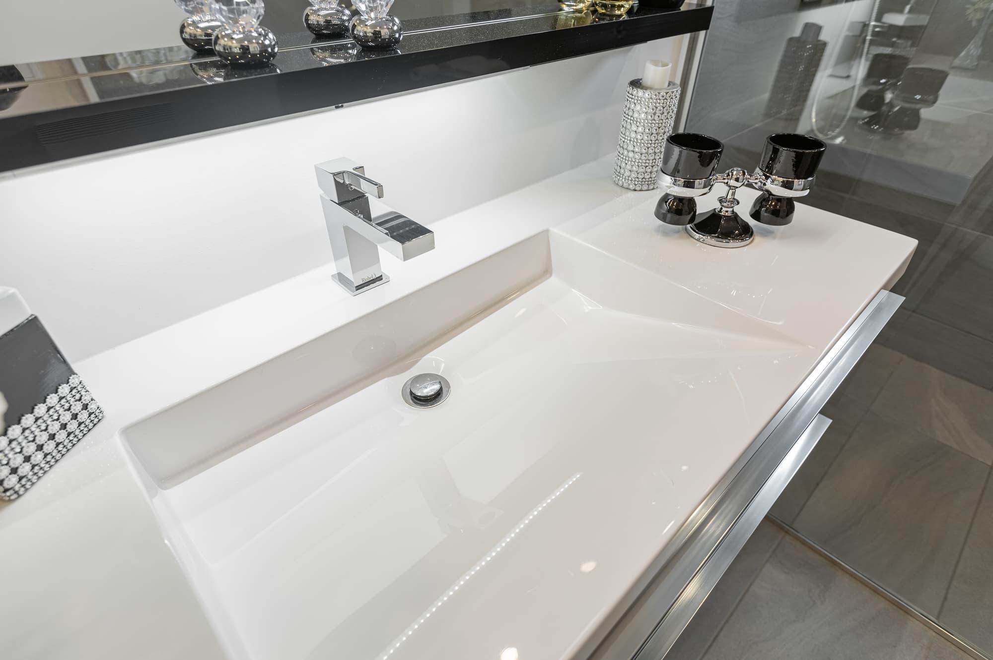 lavabo de salle de bain encastré
