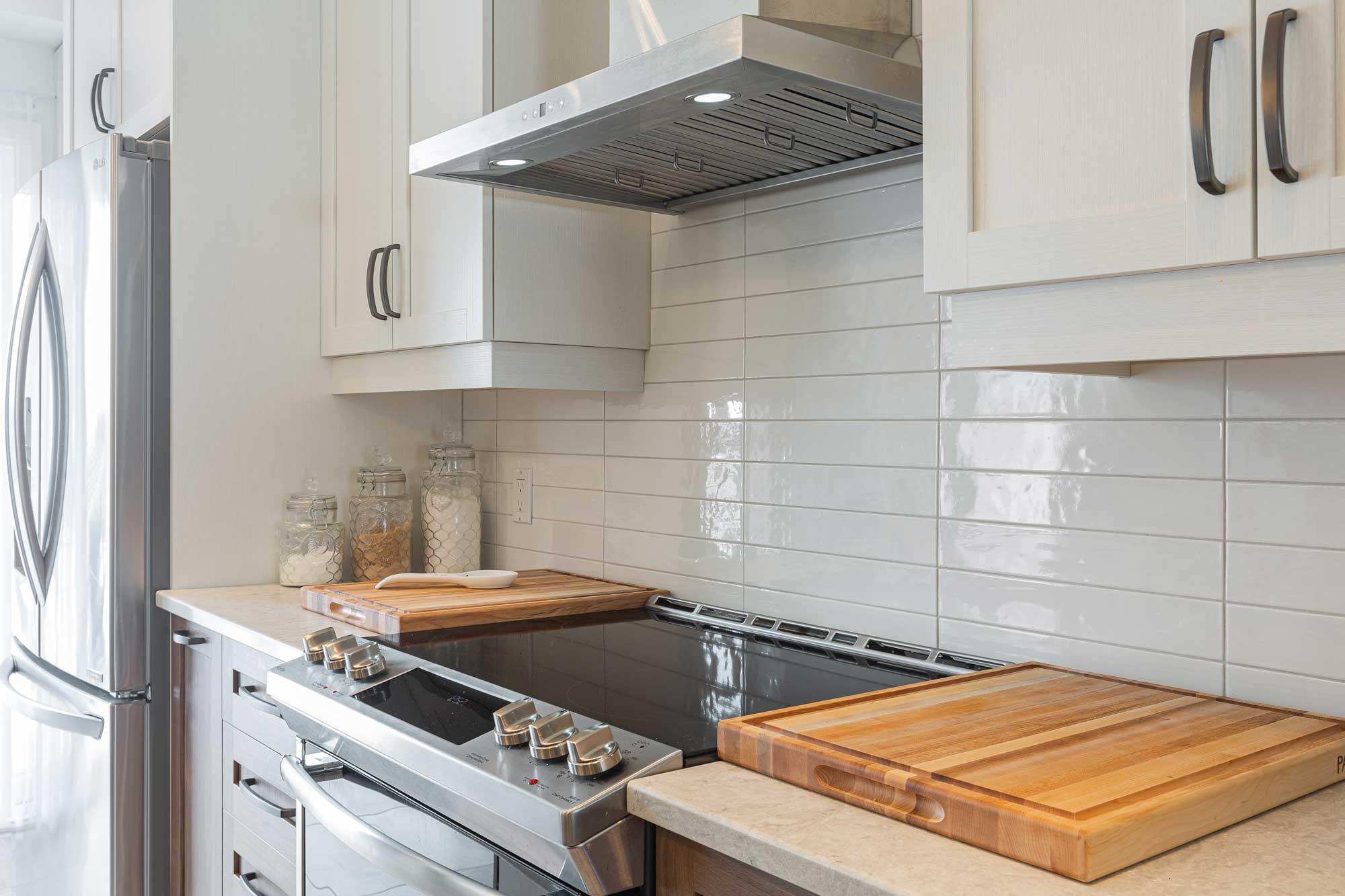white metro tiles backsplash in modern kitchen
