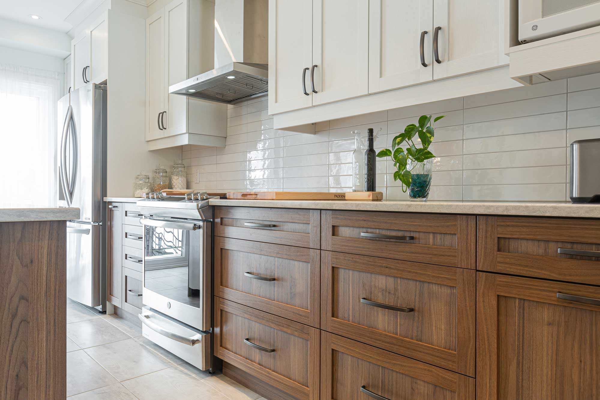 zoom on wood cabinets
