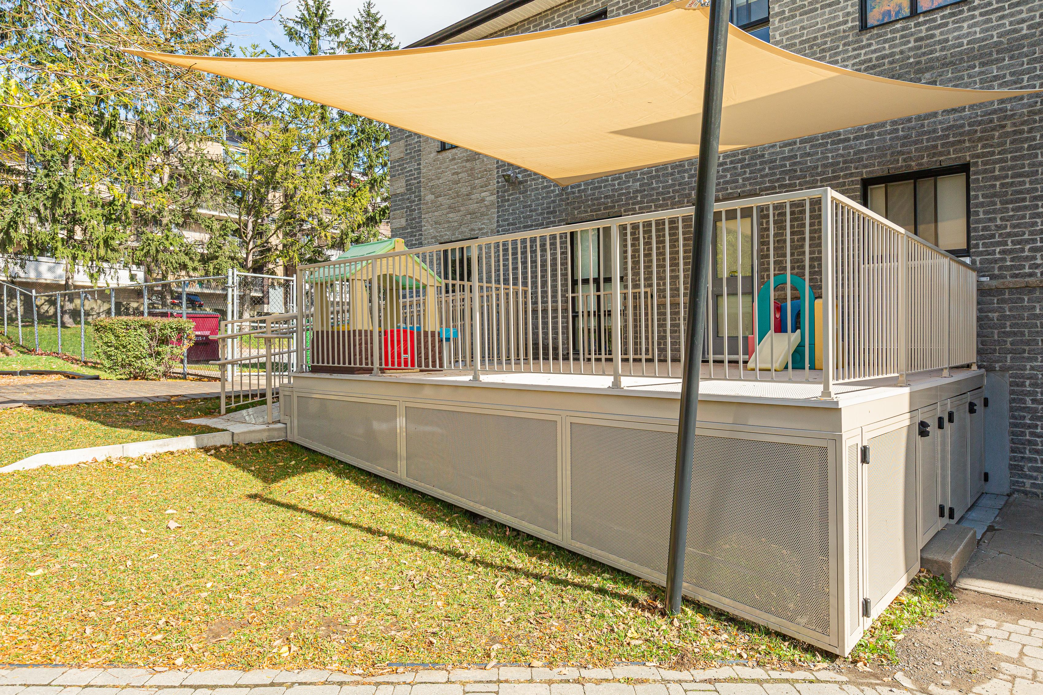 terrasse ombragée dans une garderie