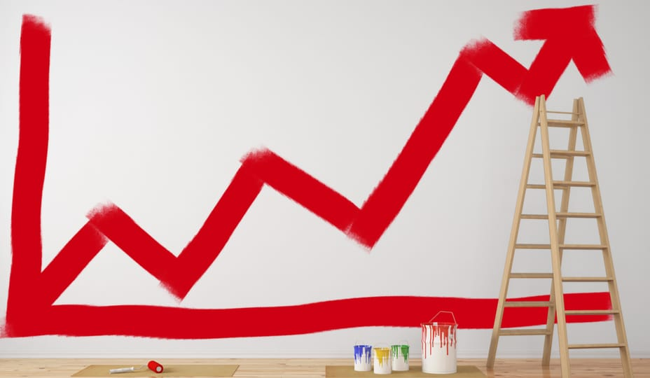 graphique avec flèche rouge peinturé sur mur avec échelle et pots de peinture dans le décor