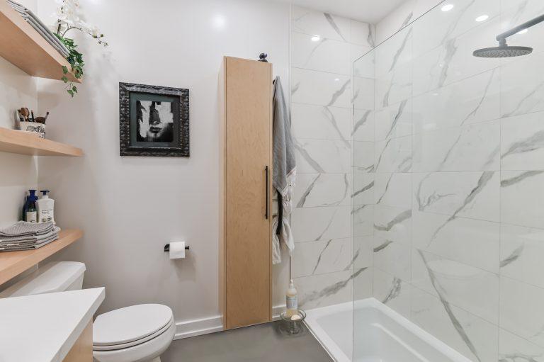 Mason Petite salle de bain dans un condo