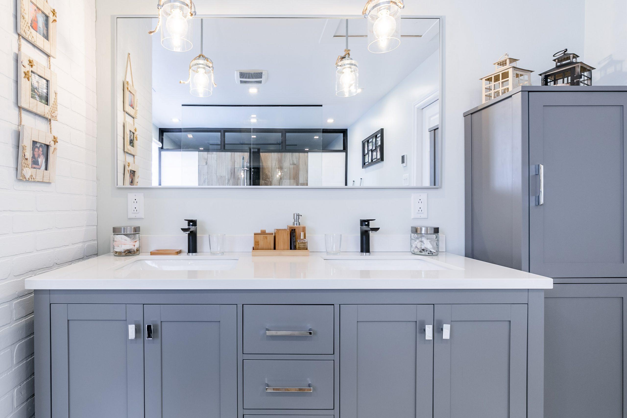 Double vasque sur meuble au design classique